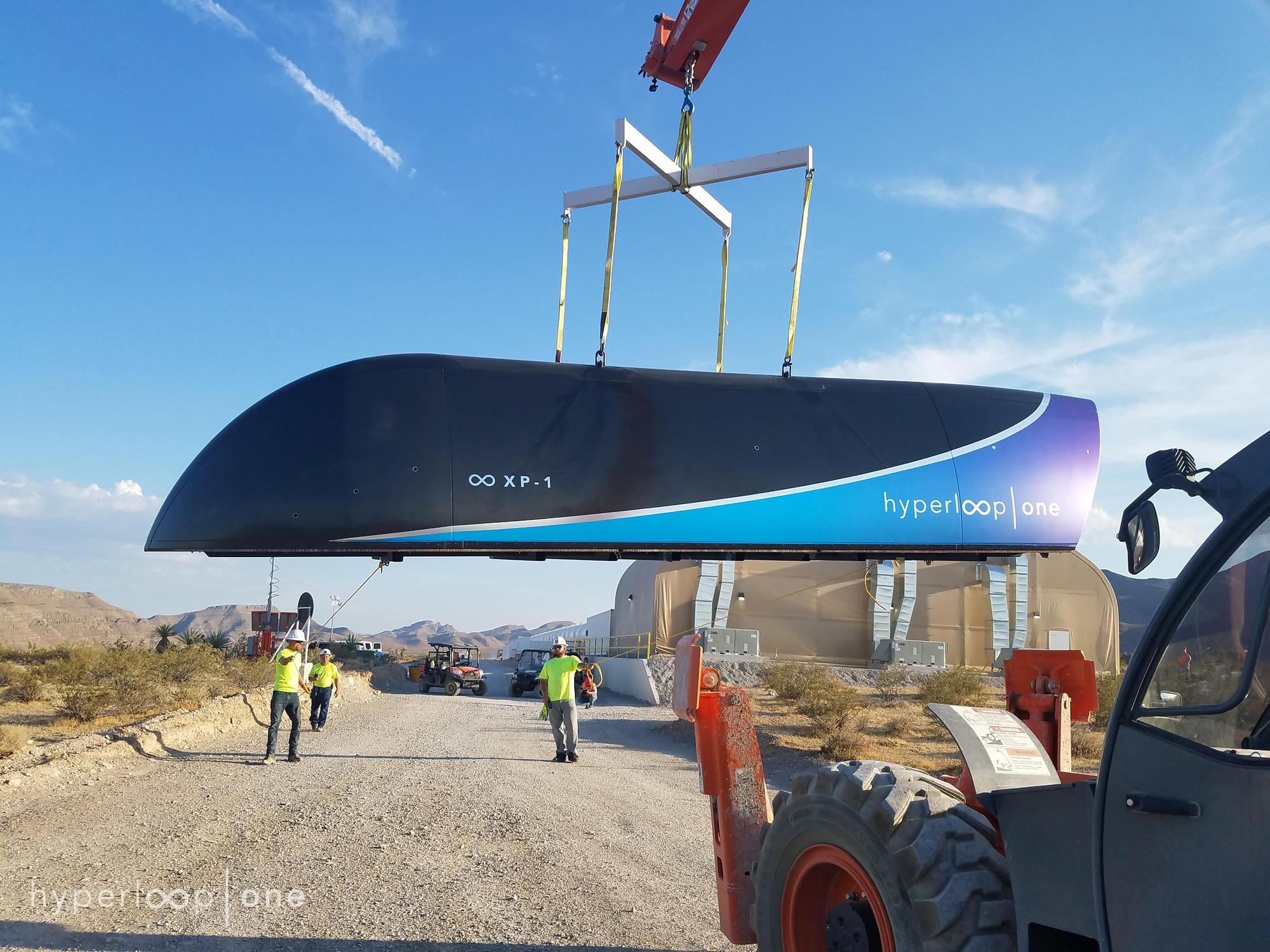 Imagen Hyperloop vs T-Flight: el transporte del futuro se mide en Kilómetros/hora